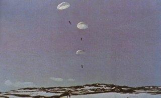 Lancio di paracadutisti tedeschi
