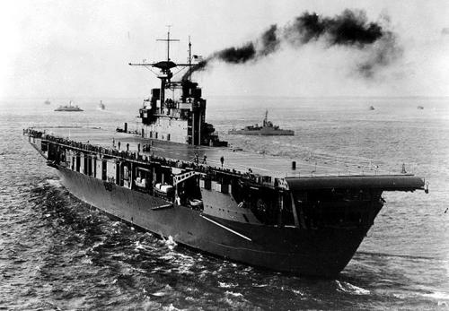 La portaerei statunitense Hornet