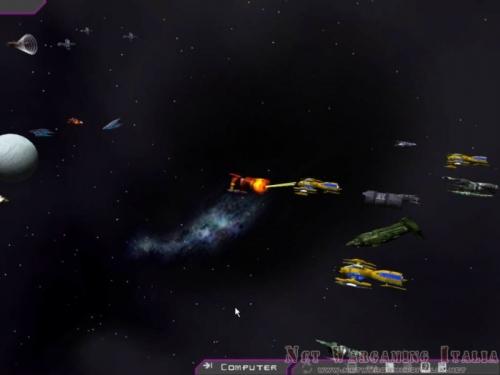 Una delle mie navi è stata attaccata e risponde al fuoco.